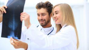 Vous connaissez un confrère médecin compétent?  Pourquoi ne pas le recommander à vos patients?