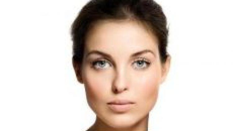 Les crèmes contre l'acné comme les formidables traitements anti-âge